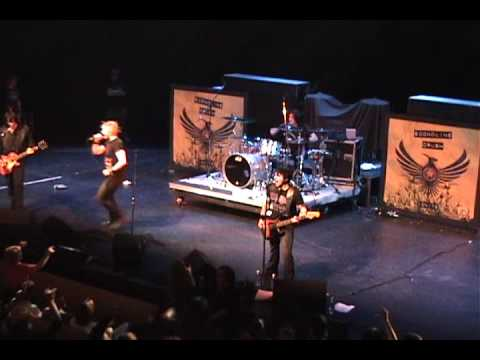 Econoline Crush at Hard Rock Event Center